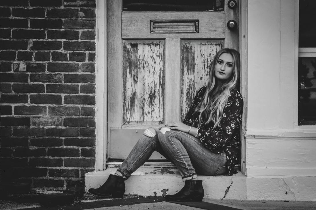 Woman Waiting3.jpg